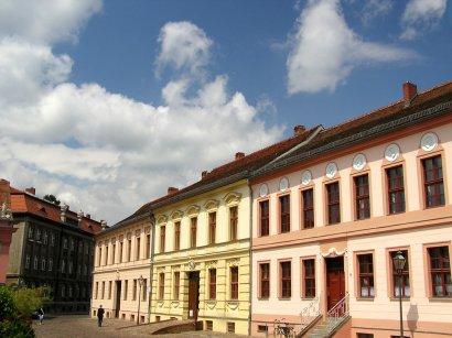 Häuser an der nordseite des neuen marktes